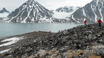 Excursion-in-the-Magdalene-fjord-Svalbard-HGR-123084 500