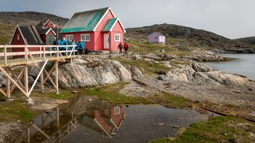 A-house-by-the-osean-Itilleq-Greenland-HGR-113803 500
